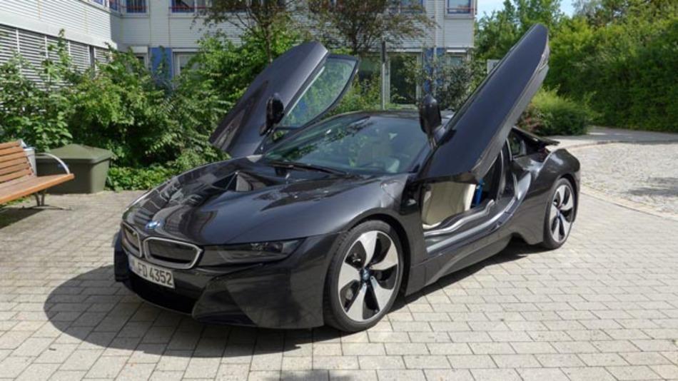 BMW i8 auf dem Gelände der WEKA Fachmedien in Haar