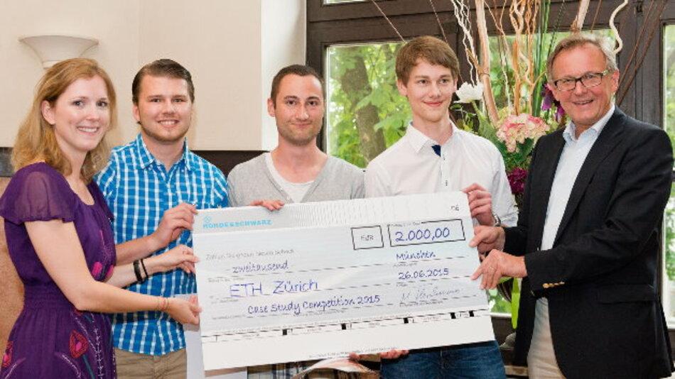 2000 Siegprämie gewann der Sieger des Fallstudienwettbewerbs 2015 von Rohde&Schwarz: das Team von der ETH Zürich.