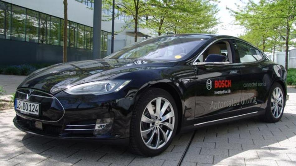 Erprobungsfahrzeug auf Basis Tesla Model S von Bosch. Um Mehr Rechenleistung für automatisiertes Fahren zu erzielen, beteiligt sich Bosch am Projekt Amalthea4public.