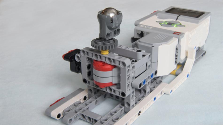 Mit dem XeThru Bot aus Teilen der Lego-Mindstorms-Reihe können die Möglichkeiten der XeThru Sensoren von Novelda demonstriert werden.