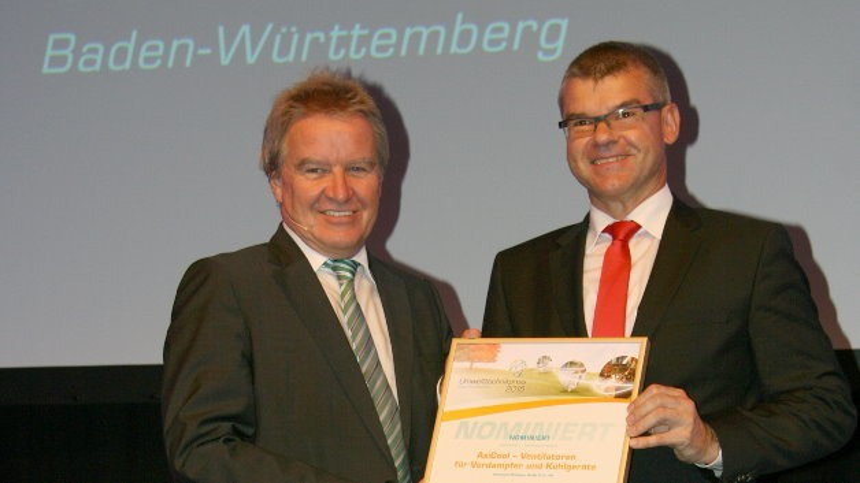 Baden Würtembergs Umweltminister Franz Untersteller überreichte Gunter Streng von ebm-papst die Urkunde.