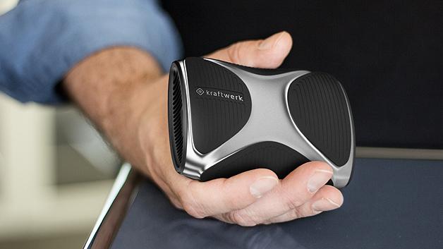 Das Kraftwerk für die Hosentasche: Mit der mobilen Brennstoffzelle lassen sich Smartphones, Tablets und andere mobile Endgeräte mit USB-Anschluss laden.