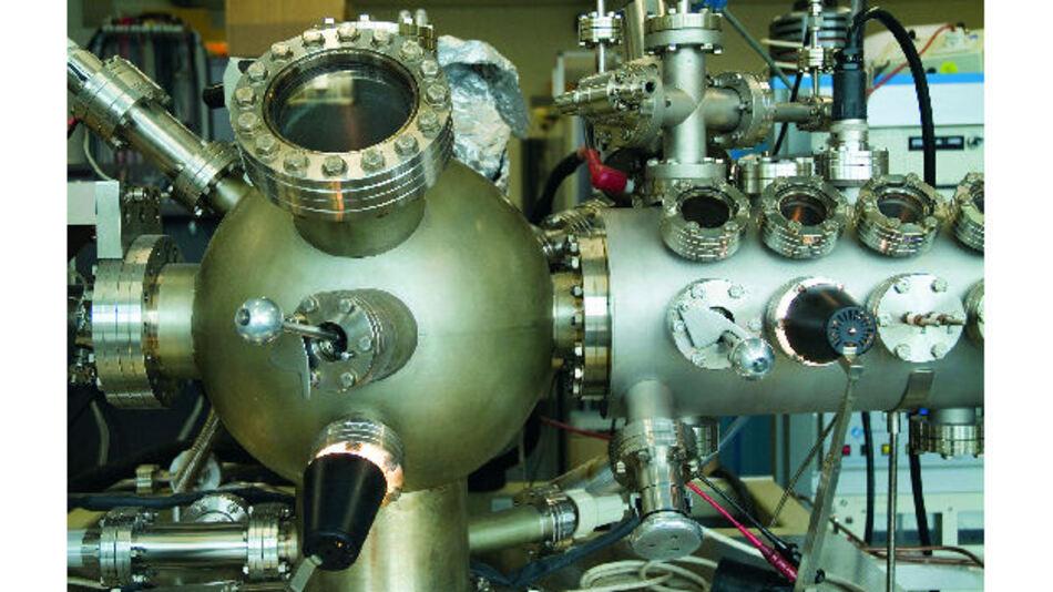 Bild 1. Viele wissenschaftliche Experimente brauchen Spannungen von vielen tausend Volt bei geringen Strömen, um Teilchen zu stimulieren oder ihre Bewegung zu steuern und zu beschleunigen.