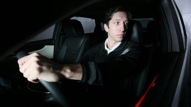 Das Konzeptfahrzeug von Continental erkennt Fahrerablenkung und kann die Aufmerksamkeit des Fahrers auf eine gefährliche Situation richten.