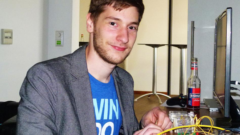 Jan-Henrik Damschke demonstrierte die Möglichkeiten des Raspberry Pi 2 Model B im Bereich des IoT.