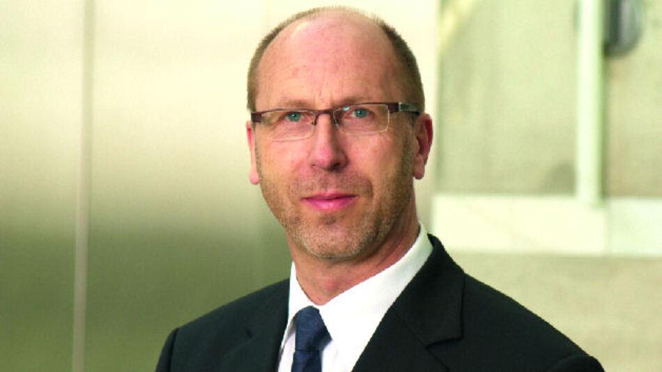 """Wilfried Schmitz, Geschäftsführer der CTX Thermal Solutions GmbH: """"Hartgelötete Kühlkörper erreichen deutlich bessere Übergangswiderstandswerte als herkömmliche Kühlkörper in Modulbauweise."""" (Bild: Elektronik)"""