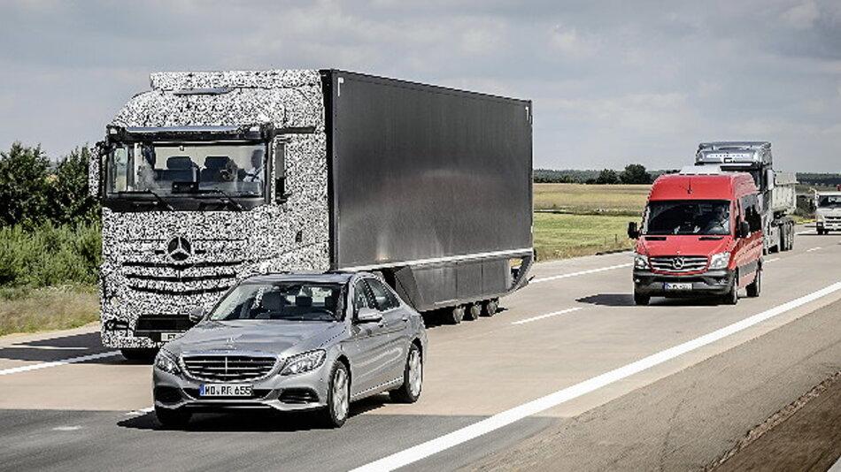 Mercedes-Benz Future Truck 2025 – Autonomes Fahren im Lkw-Fernverkehr mit dem Highway Pilot.