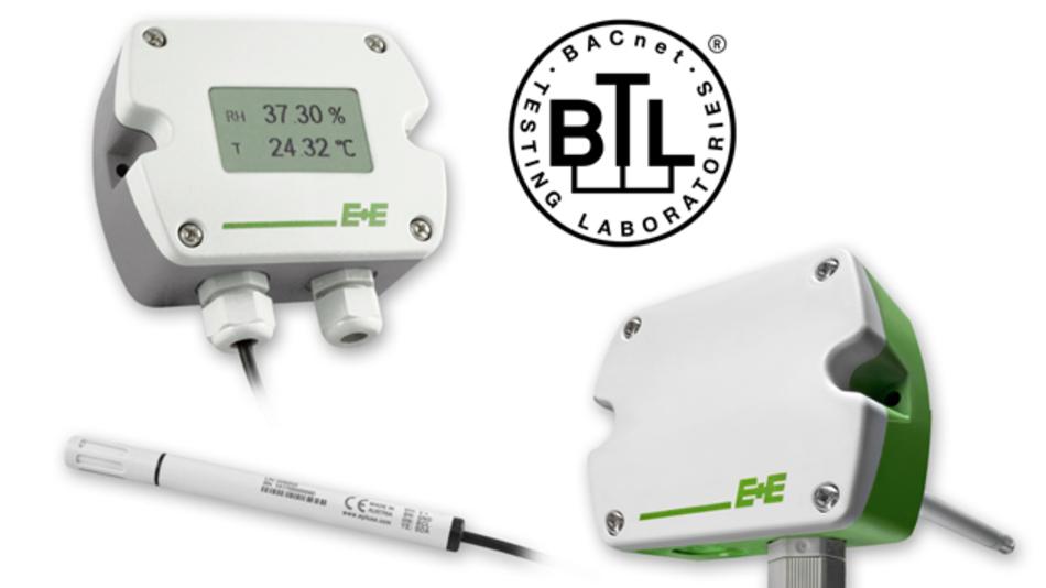 Die Messumformer der Serie EE210 und EE160 von E+E Elektronik eignen sich für die hochgenaue Messung von relativer Feuchte und Temperatur. Ein wesentlicher Aspekt für den Einsatz in der modernen Gebäudeautomation: die Geräte sind mit einer BACnet MS/TP-Schnittstelle erhältlich. Beide Messumformer lassen sich dadurch besonders einfach in ein Netzwerk oder Gebäude-Bussystem einbinden. Die Feuchte & Temperatur Messumformer EE210 und EE160 wurden durch ein akkreditiertes BACnet Testlabor (BTL) auf die Erfüllung des globalen BACnet-Standards ISO 16484-5 getestet. Zudem wurde die einwandfreie BACnet-Konformität der Geräte von einem unabhängigen Institut per Zertifikat bestätigt. Der EE210 ist unempfindlich gegenüber Verschmutzung oder Kondensation. Zusätzlich zur Feuchte- und Temperaturmessung berechnet der EE210 weitere physikalische Größen wie Taupunkttemperatur, Frostpunkttemperatur, absolute Feuchte, Mischungsverhältnis, Wasserdampfpartialdruck und spezifische Enthalpie. Der Messumformer ist als Wand- oder Kanalversion, optional mit Display, erhältlich. Auch eine Variante mit abgesetztem Fühler ist verfügbar.