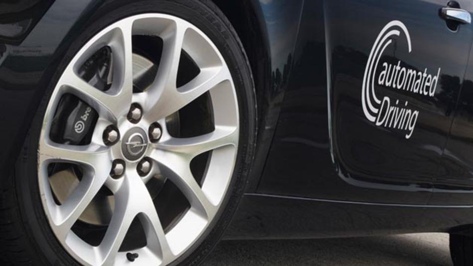 Opel plant einen Prototypen, mit dem das kooperative hochautomatisierte Fahren auf deutschen Autobahnen möglich sein soll.