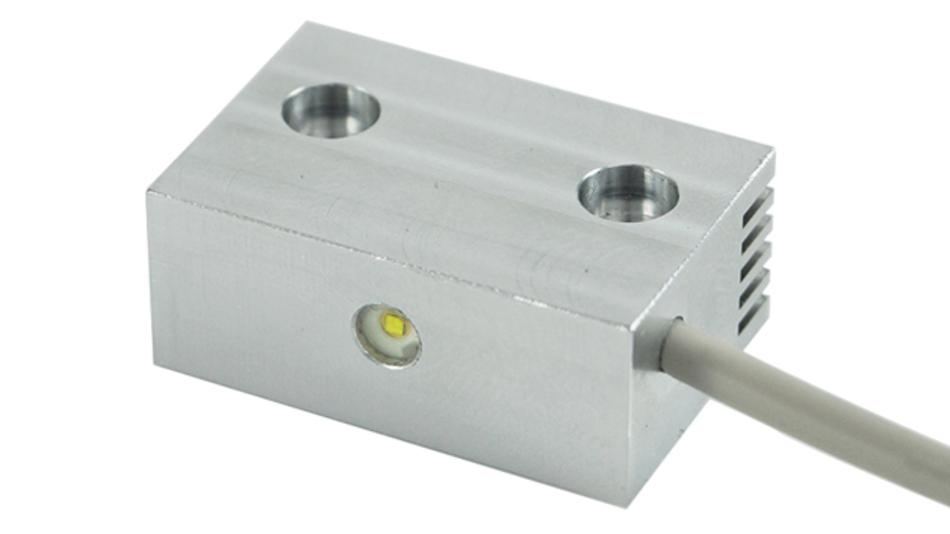 Da sich das 32 mm x 17 mm x 11 mm große »Smartlight« mittels Magnet  oder  Verschraubung  an  fast  alle Oberflächen befestigen lässt, haben Servicemitarbeiter beide Hände frei für ihre Arbeit.