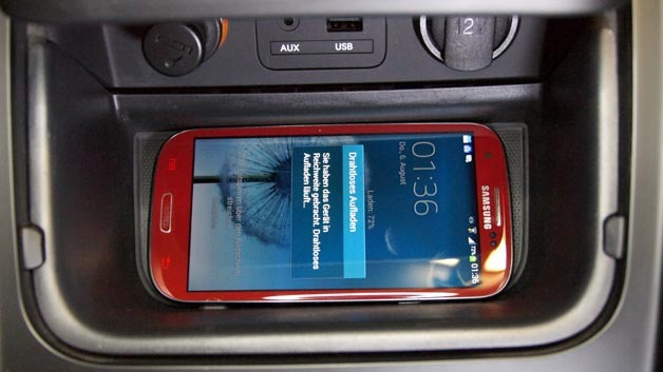 induktive Ladestation für Smartphones im neuen Kia Cee'd