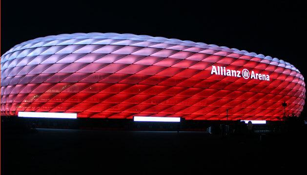 Das Lebensende der Leuchtstoffröhren von Osram ist nach gut zehn Jahren erreicht - jetzt wurden, innerhalb von 100 Tagen, neue LED-Leuchten von Philips in der Beleuchtungsanlage der Allianz Arena installiert.