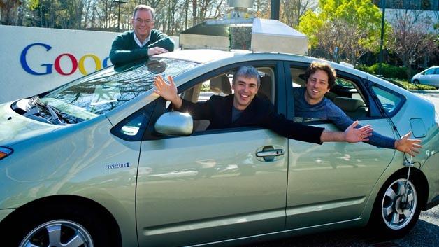 Wo geht die Reise für Google und Alphabet hin: Dr. Eric Schmidt, Larry Page und Sergey Brin in einem autonomen Fahrzeug.