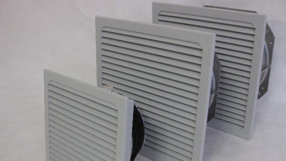 Die LV-EC-Filterlüfter gibt es in den gängigen Abmessungen für Montageausschnitte von 116 mm x 116 mm bis 292 mm x 292 mm, was den Ersatz älterer AC-Lüfter problemlos möglich macht.