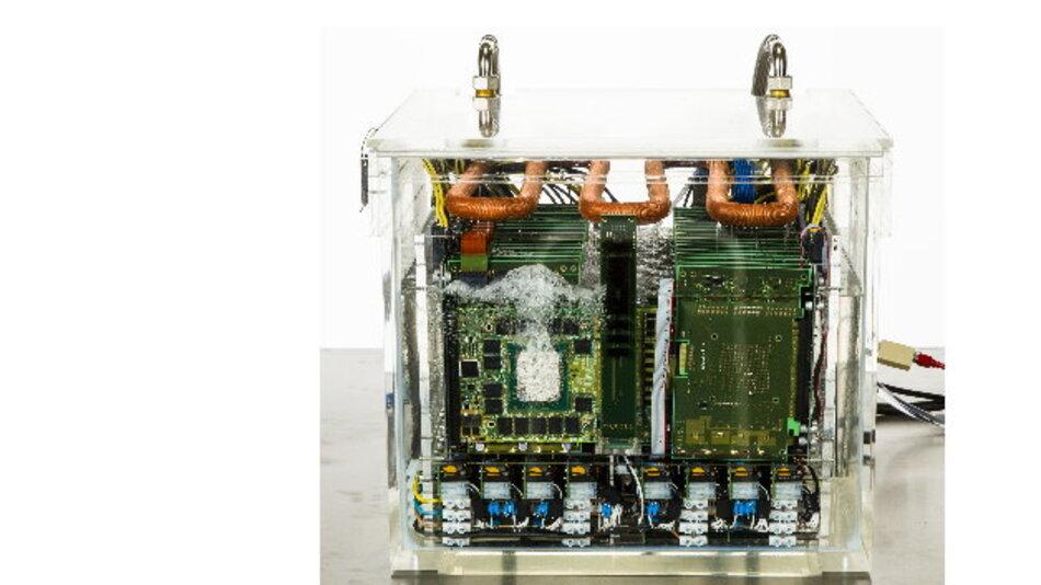 Effizienter geht's kaum: Die Leistungselektronik befindet sich direkt in der Kühlflüssigkeit.