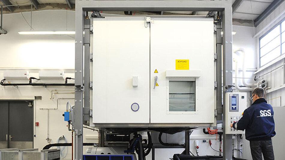 Bild 2. Aufbau eines Vibrationstests für Traktionsbatterien mit überlagertem Temperaturprofil und Bestromung.