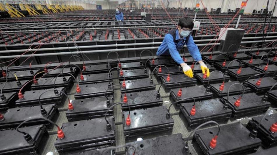 Batterieproduktion von Johnson Controls für Start-Stopp-Fahrzeuge in China. Bis 2020 sollen 40 Prozent der chinesischen Neufahrzeuge mit einem Start-Stopp-System ausgerüstet sein.