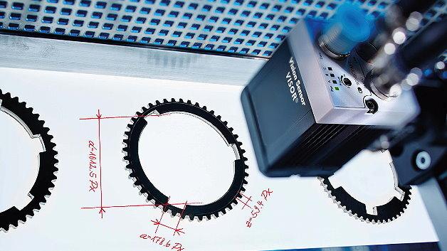 Als Objektsensor, als Code-Sensor und zur Farberkennung lässt sich der Vision-Sensor »Visor Allround« einsetzen.