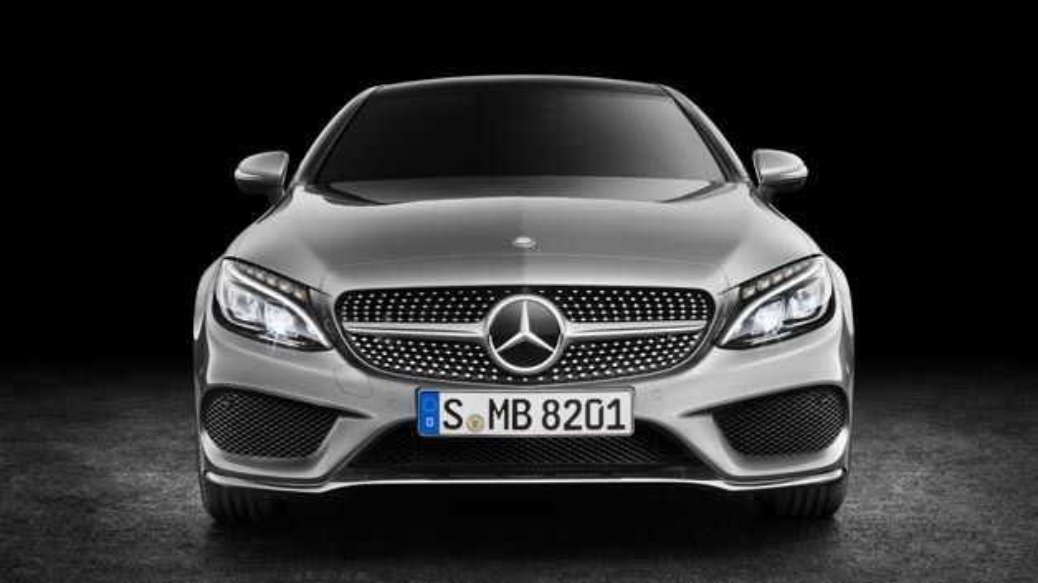 Premiere auf der IAA 2015: Das Mercedes-Benz C-Klasse Coupé überzeugt bereits mit umfangreicher Vernetzung.