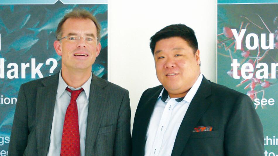 Eddie Lee, Moxa (rechts, mit Markt&Technik-Redakteur Andreas Knoll): »OPC UA ist definitiv ein sehr hilfreicher Begleiter auf dem Weg zum Industrial Internet of Things.«