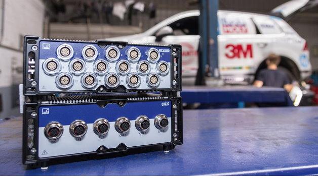 Unbeeindruckt von harten Einsatzbedingungen: Der ultra-robuste Datenrekorder SomatXR befindet sich an Bord des Cape-to-Cape-Touaregs.