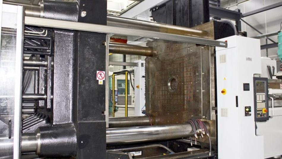 Neue 1.300t-Spritzgießmaschine