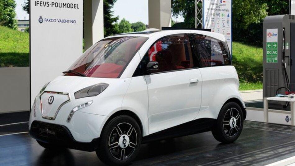 Der Prototyp des von IFEVS-Polimodel entworfenen und gebauten elektrischen Kleinwagens hält die die japanische Kei-Car-Spezifikation ein.