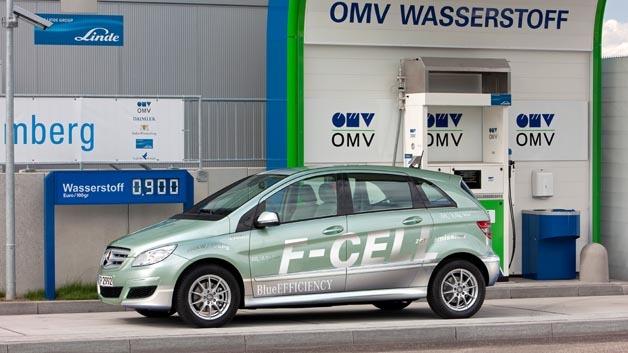 Noch kriegt der Mercedes-Benz B-Klasse F-Cell seinen notwendigen Wasserstoff nur an einer H2-Tankstelle.