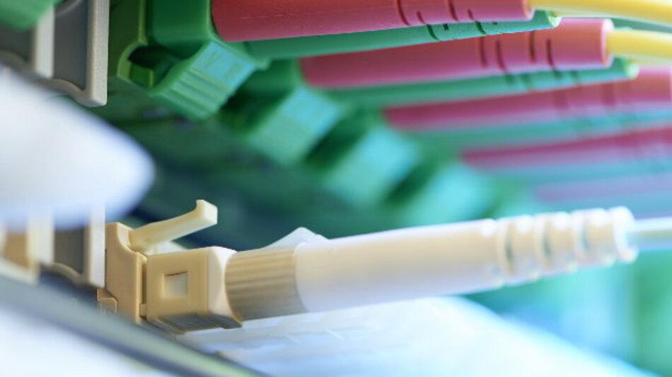 Der Glasfaser-Stecker FO Field ist in der neuen Version noch vielseitiger einsetzbar