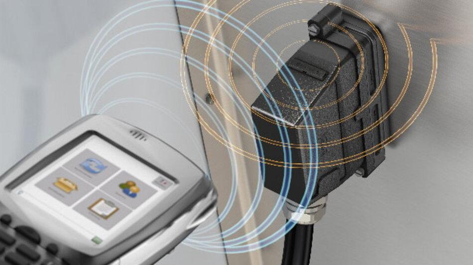 Mit seinem »UHF RFID«-Portfolio, seinen Software-Produkten und der System-Integration verknüpft Harting seine Steckverbinder und Kabelkonfektionen mit Business-Datenbankstrukturen bis hin zur Ersatzteilbestellung.
