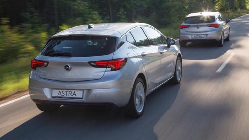 Mit Hilfe der Frontkamera scannt das System vorausfahrende Fahrzeuge und berechnet die Distanz zum eigenen Auto.