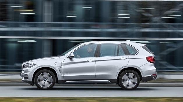Die weltweit erste Serienanwendung erlebt das neue Plug-in-Hybridgetriebe von ZF im BMW X5 xDrive40e.
