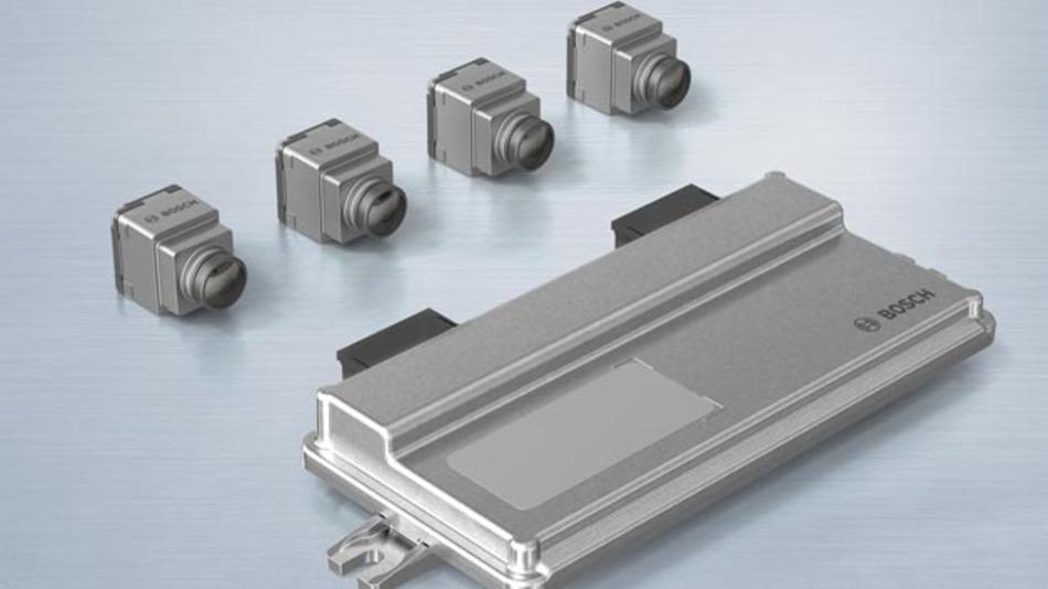 Das Multikamerasystem von Bosch besteht aus vier winzigen Nahbereichskameras. Eine schaut nach vorne, eine nach hinten, die seitlichen zwei sind in die Außenspiegel integriert.