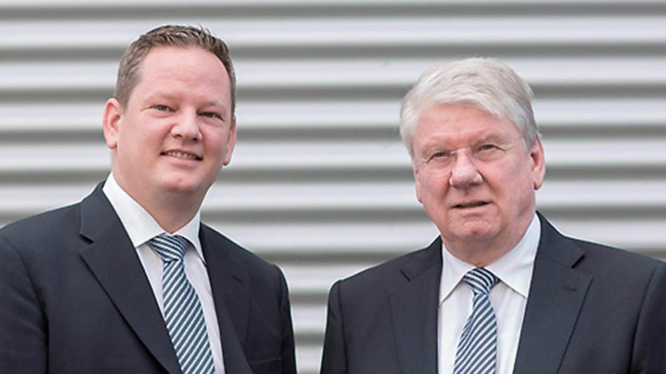 Der 36-jährige Mechatroniker und Wirtschaftsingenieur (FH) Florian Gärtner (links) führt das Familienunternehmen Telegärtner in dritter Generation fort. Er übernimmt das Amt von seinem Vater, Hartmut Gärtner (rechts).