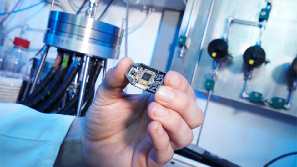 Der neue Sensor der Fraunhofer-Forscher warnt vor Brandentwicklung schon in einem sehr frühen Stadium.