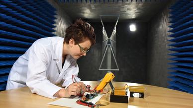 Test einer Kundenapplikation  in Recoms neuer 3m-SAR-Kammer  in Gmunden/(Österreich