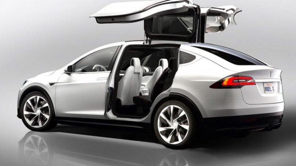 Den Sprint von null auf 60 Meilen pro Stunde soll Teslas Model X in 3,2 Sekunden bewältigen.