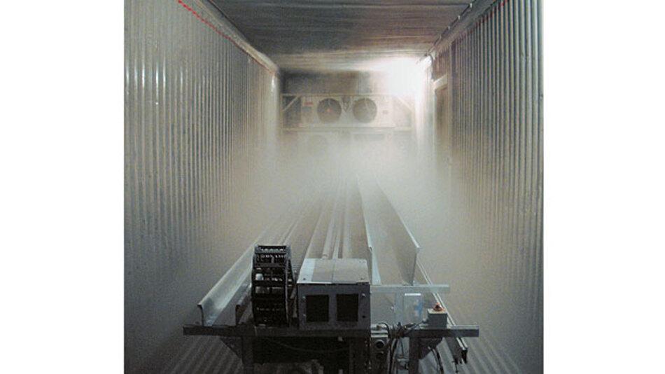 Bild 2. In der Kältekammer können Energieketten Bewegungstests bei unterschiedlichen Temperaturen und Temperaturverläufen von –40 bis +60 °C unterzogen werden.