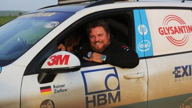 Weltrekordfahrer Rainer Zietlow auf der Cape-to-Cape 2.0-Weltrekordfahrt. Das Bild ist auf der Durchreise im Sudan entstanden.