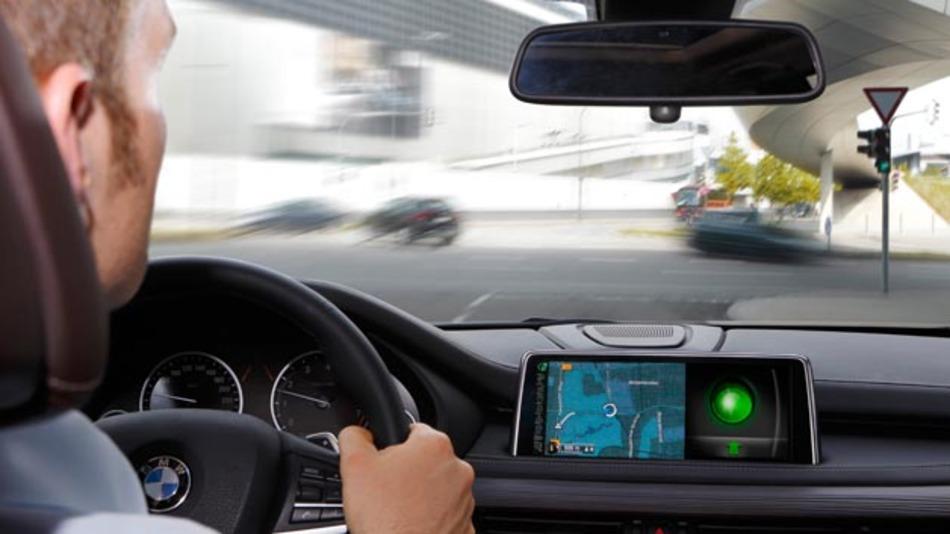 Im Rahmen des Projektes UR:BAN zeigt BMW neue Verkehrstechnologien für mehr Sicherheit, Effizienz und Komfort in der Stadt von morgen.