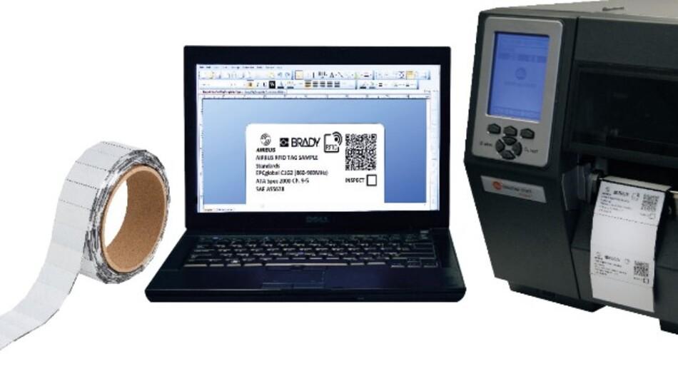 Nur 2 g wiegt Bradys selbstklebendes, extrem beständiges RFID-Etikett, das sich binnen weniger 15 Sekunden auch vor Ort programmieren und bedrucken lässt.