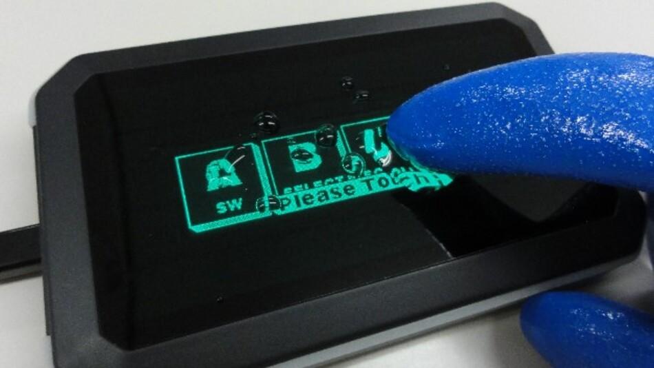 Auch mit Handschuhen bedienbar ist Noritake Itrons selbstleuchtendes Grafik-VF-Modul mit kapazitivem Touch.