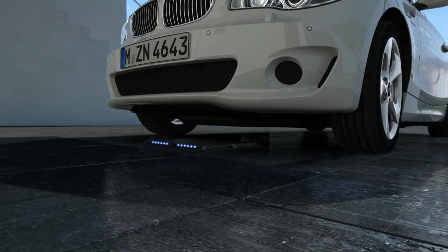 Induktives Laden birgt enorme Vorteile für den Fahrer eines Elektroautos. E.On testet es jetzt in Berlin.