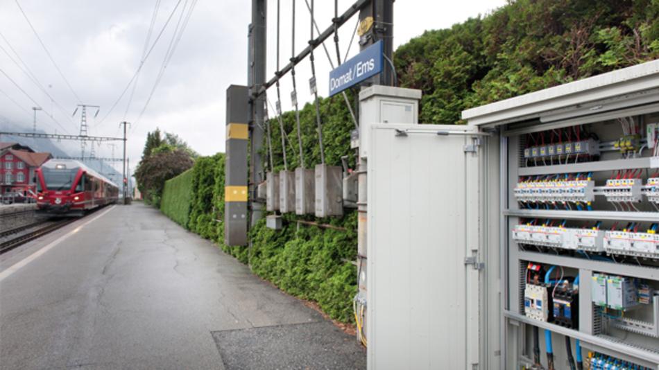 Bild 2: Auf dem Bahnhof Domat/Ems versorgen zwei »Quint Power«-Netzteile von Phoenix Contact im redundanten Aufbau unter anderem die Steuerung der Weichenheizungen