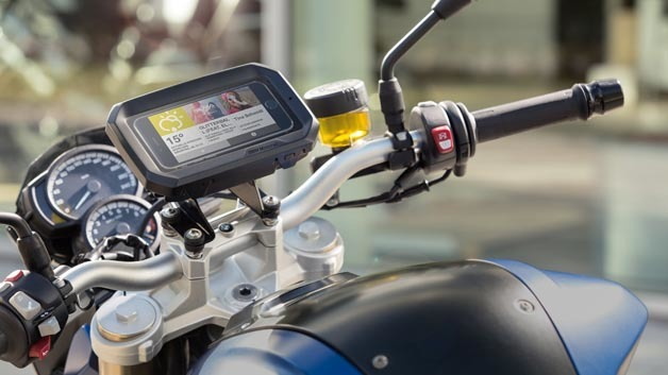 Sicherheit für Fahrer und Mobiltelefon mit dem Smartphone Cradle von BMW