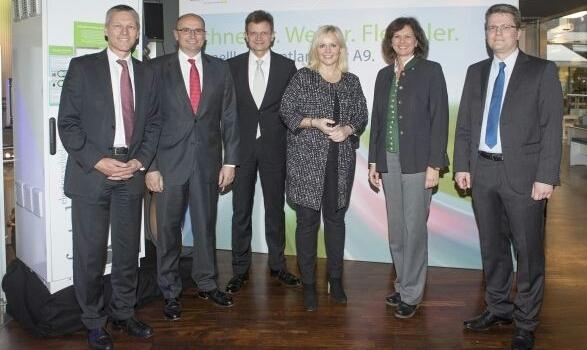 Dr. Jan Michael Mrosik, Robert Hienz, Klaus Fröhlich, Bitte Karalus, Ilse Eigner, Dr. Marcus Groll (v.l.n.r)