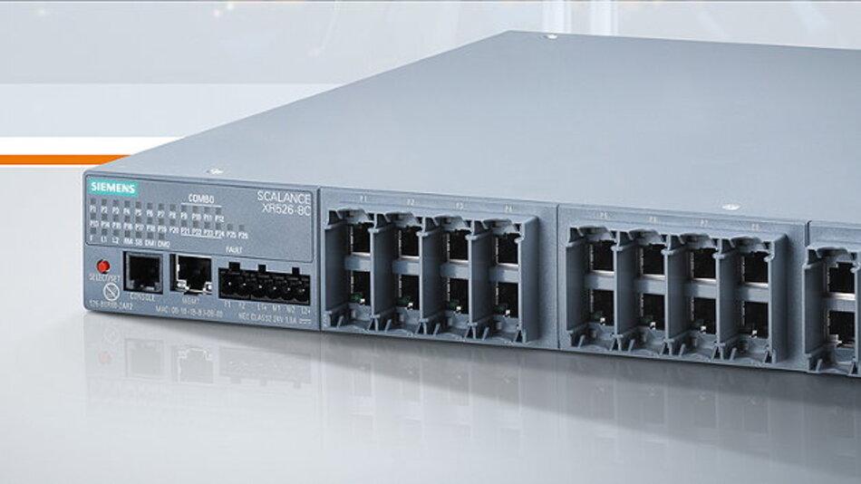 Eine Brücke zwischen Automatisierungs- und Büronetzwerken für Industrie 4.0 schlägt der Ethernet-Switch »Scalance XR526-8C« von Siemens.