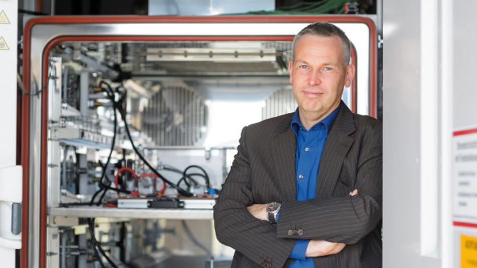 Dr. Thorsten Ochs, Bosch: »Für die breite Akzeptanz der Elektromobilität brauchen wir eine nutzbare Energie von 50 kWh bei einem Mittelklassefahrzeug. Unser Ziel ist es deshalb, 50 kWh in 190 kg unterzubringen.