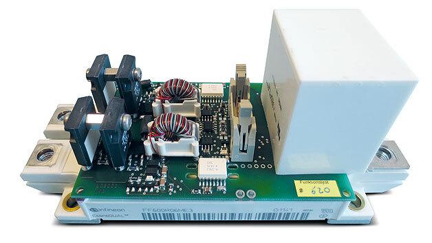 Bild 1. Treiberplatine mit IGBT-Modul und Snubber-Kondensator