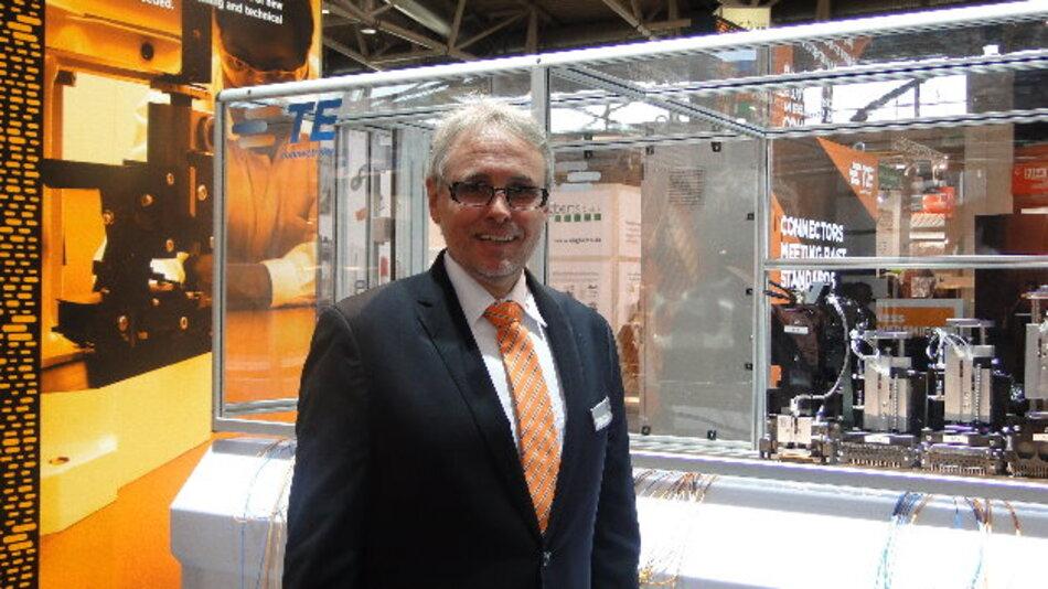 Holger Nollek vor dem neuen Hybrid Harness Maker